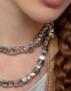 Tutta la collezione in alluminio di orecchini, bracciali e collane